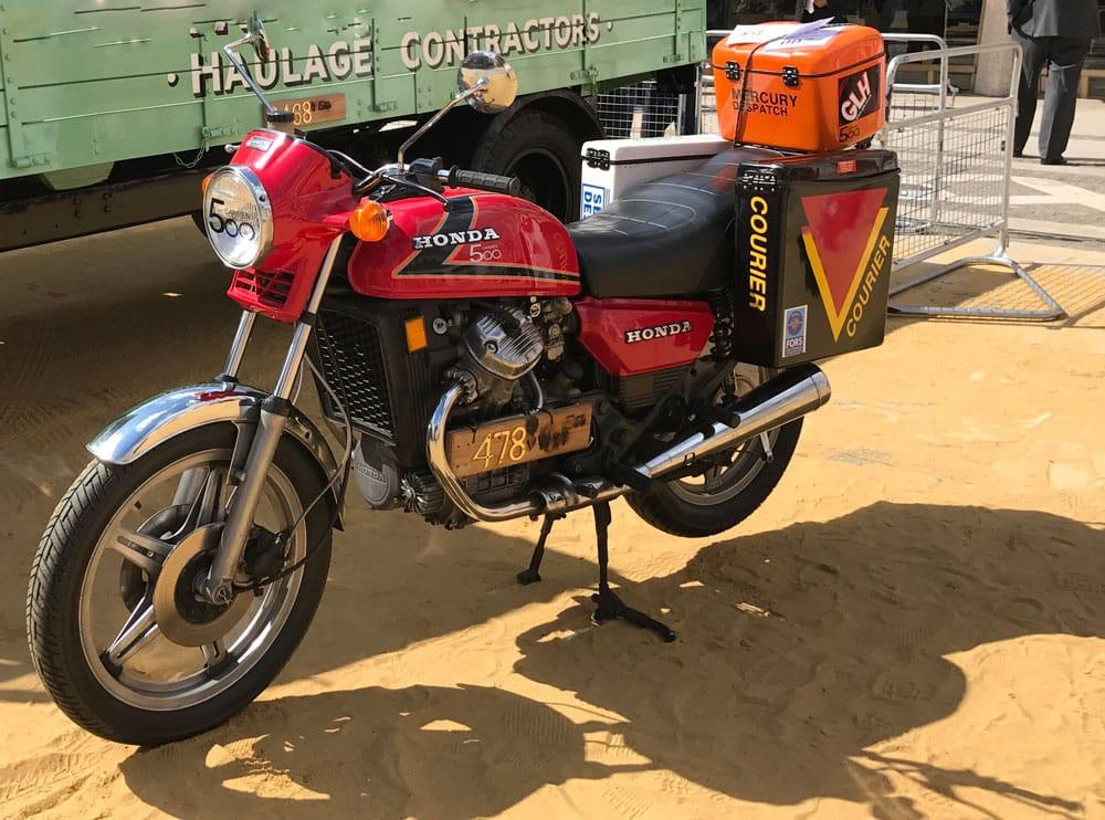 Moto Vintage de Mensajeria Courier Sevilla